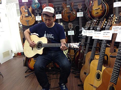 ラストギター小山さん試奏風景